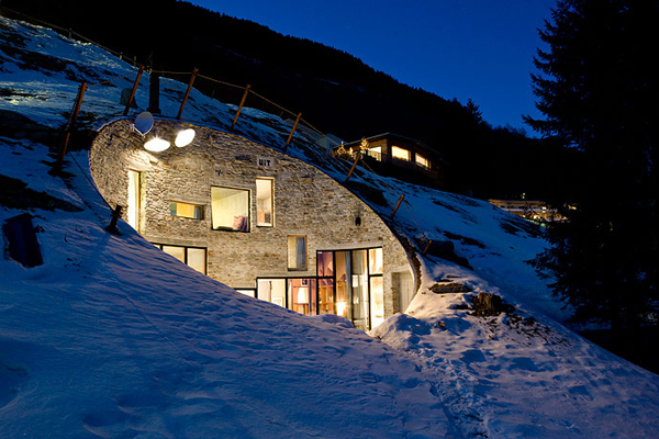 villa-vals-switzerland-hill-house-22